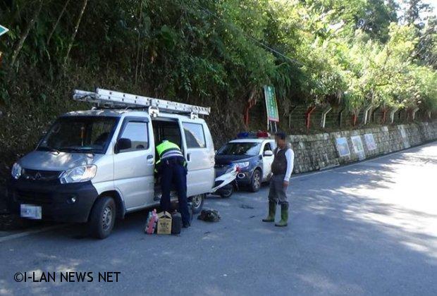 座車電源耗盡受困山區 三星波麗士協助脫困