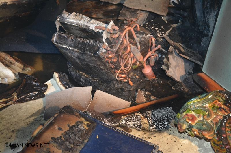 除濕機塑膠外殼部分燒失熱熔,組件碳化。