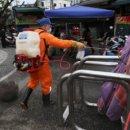 防疫大作戰羅東夜市 民生市場周圍環境進行消毒