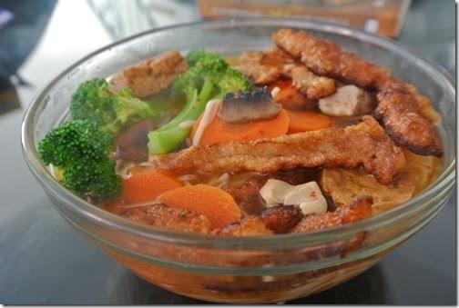 Món chay : Soup mì Hàn Quốc cho ngày đông .