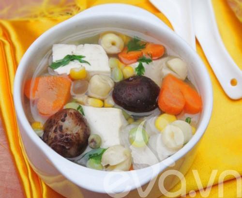 Món chay : Canh rau củ thập cẩm .