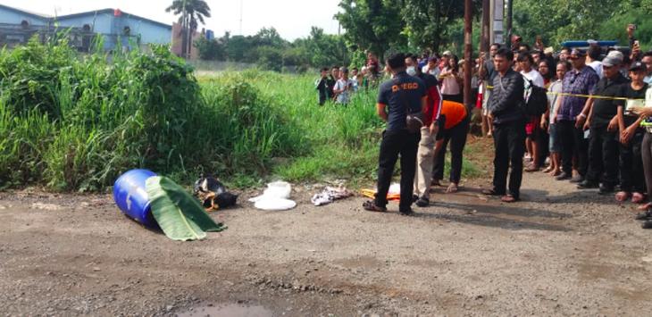 Mayat Dalam Drum Plastik Ditemukan Di Tepi Jalan