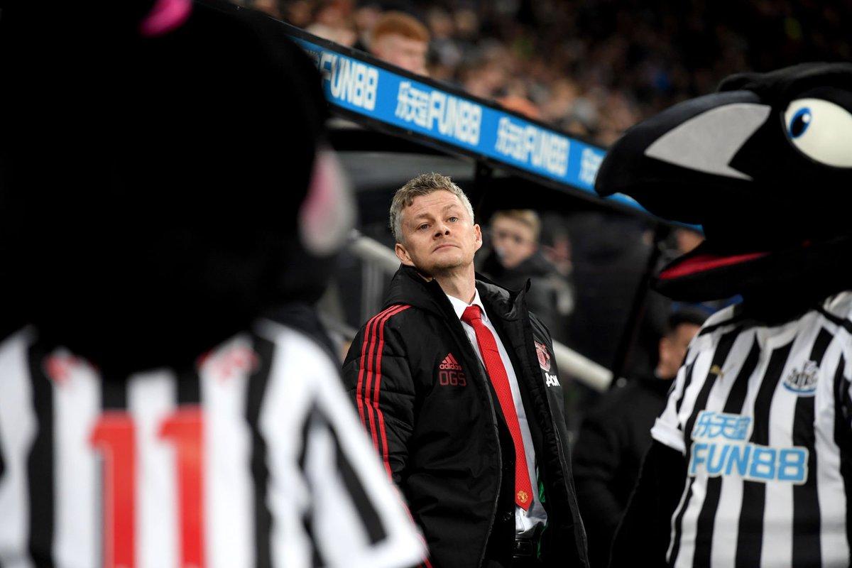 Manajer interim Manchester United, Ole Gunnar Solskjaer menyamai rekor Sir Matt Busby sebagai manajer yang mempersembahkan empat kemenangan beruntun pertamanya sebagai manajer (metro.co.uk)