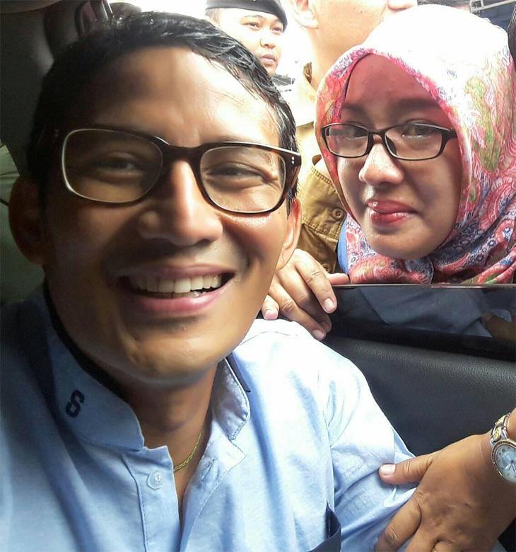 Adegan nangis Siti Masitoh minta selfie ke Sandiaga Uno. (Facebook)