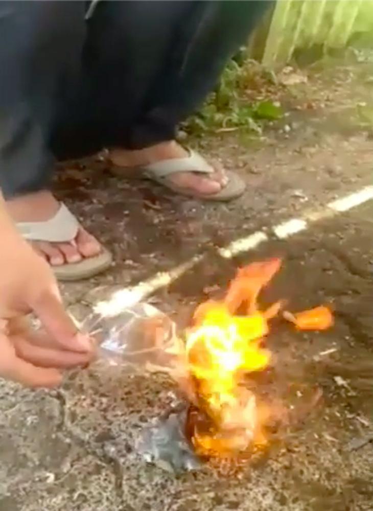 Adi Saputra bakar STNK