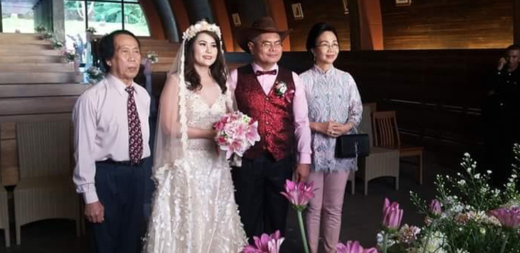 Prof Benny Pinontoan menikah dengan Vivi Layadi. (Facebook Prof Winda)
