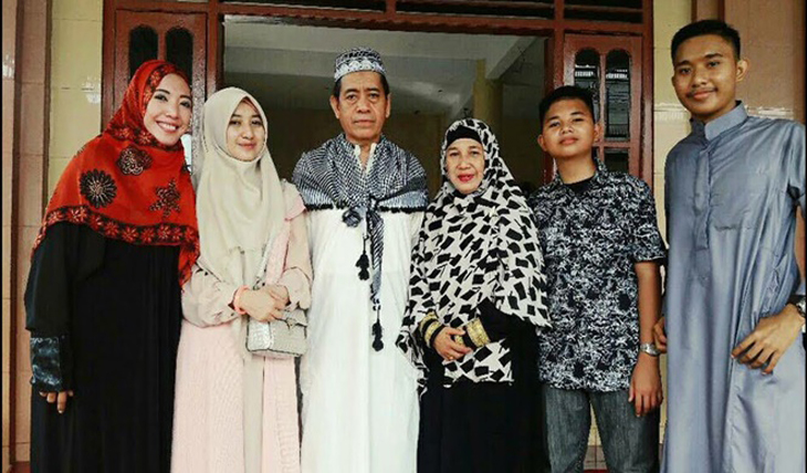 Keluarga Andi Bahar Jufri dan Hj Andi Ratna Bakri.