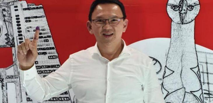 Basuki Tjahaja Purnama alias Ahok memberikan hak suara untuk Pemilu dan Pilpres 2019 di Osaka, Jepang.