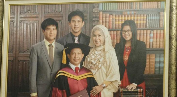 Foto keluarga Tito Karnavian