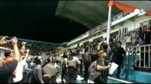 Kerusuhan suporter di Stadion Maguwoharjo saat laga PSS Sleman Vs Arema FCKerusuhan suporter di Stadion Maguwoharjo saat laga PSS Sleman Vs Arema FC