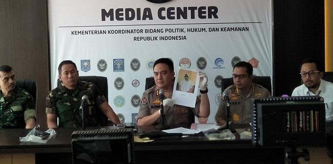 Kepala Divisi Humas Mabes Polri Inspektur Jenderal Muhammad Iqbal menunjukkan foto AF/RMOL
