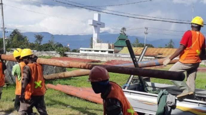 Proses pemulihan kondisi kelistrikan pascarusuh di Wamena, Kabupaten Jayawijaya (ANTARA/HO/PLN Papua)
