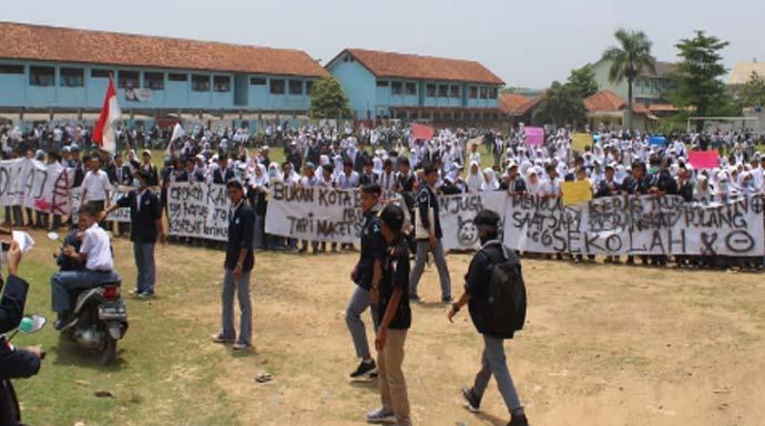 Demo Siswa Parungpanjang