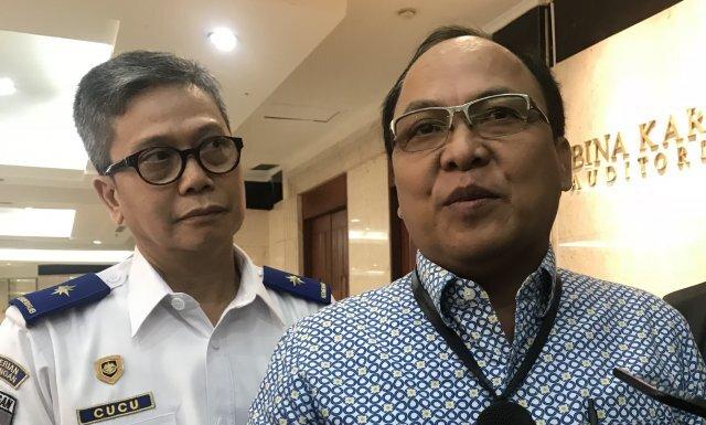 Direktur Operasi PT Jasa Marga Subakti Syukur memberikan keterangan kepada awak media usai penandatanganan nota kesepahaman Pelaksanaan Pengamanan, Pelayanan Bersama Penegakan Hukum dan Pertukaran Informasi di Jalan Tol, Jakarta, Selasa (12/11/2019).