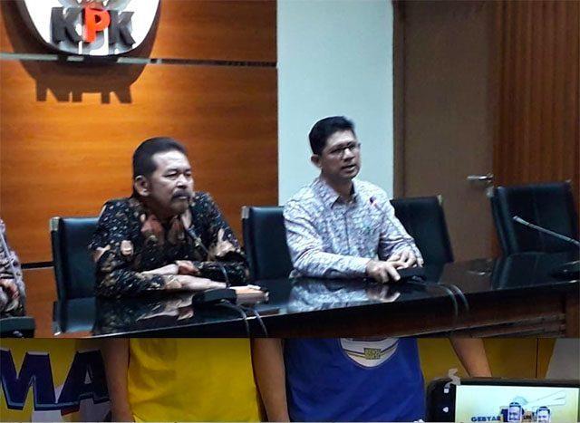 Jaksa Agung ST Burhanuddin bersama Wakil Ketua KPK Laode M Syarif di Gedung Merah Putih KPK, Jalan Kuningan Persada, Jakarta Selatan, Jumat (8/11)
