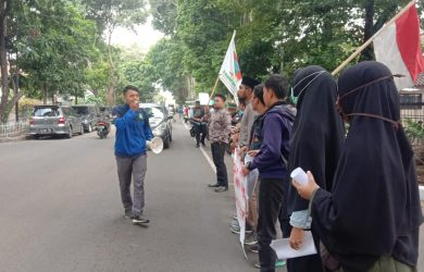 Demo Mahasiswa UIKA