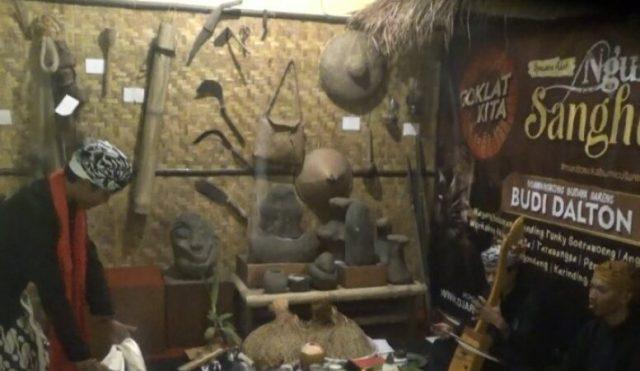 Serangakaian ritual adat Mitembeyan yang dilaksanakan oleh berbagai komunitas Sunda di Banten dan Jabar di Museum Kipahare, Kota Sukabumi, Jabar.
