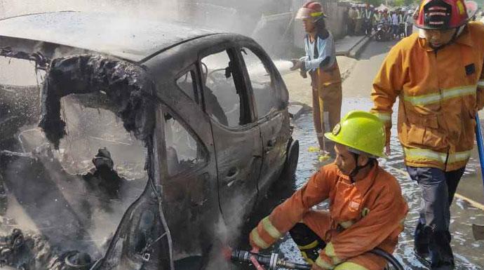 Mobil Terbakar di Solis