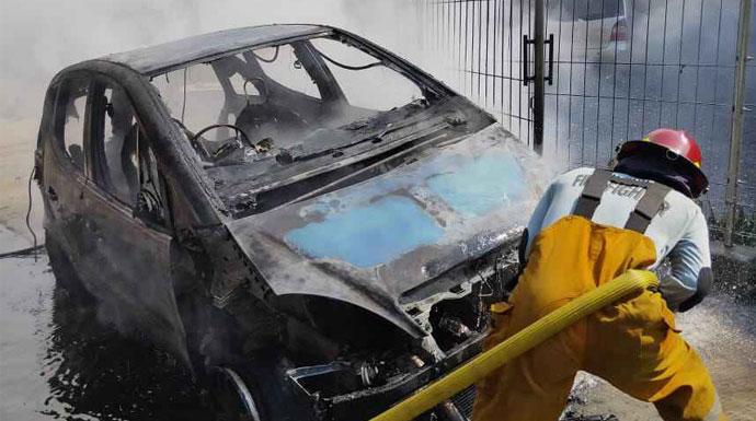 Mobil terbakar di Jalan Solis