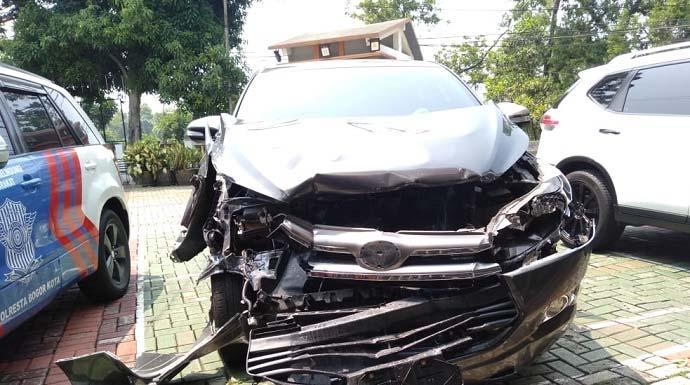 Kecelakaan di Jalan Bina Marga, Bogor, Jumat (8/11/2019)./Foto: Adi (pojokbogor.com)