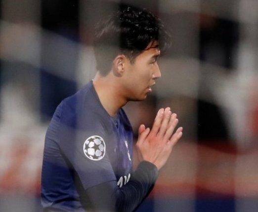Penyerang Tottenham Hotspur Son Heung Min mengatupkan kedua telapak tangannya sebagai bentuk perayaan gol saat mencetak gol ke gawang Red Star Belgrad, dalam pertandingan Grup B Liga Champions yang dimainkan di Stadion Rajko Mitic, Belgrad, Serbia, Rabu (6/11/2019).