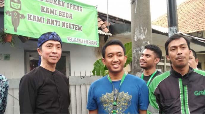 Wakil Wali Kota Bogor Dedie A Rachim melakukan kunjungan ke lokasi rencana pembangunan halte ojek online di Jalan Mayor Oking dan Jalan Paledang, di Kota Bogor, Rabu (6/11/2019). (ANTARA/Foto: Riza Harahap)