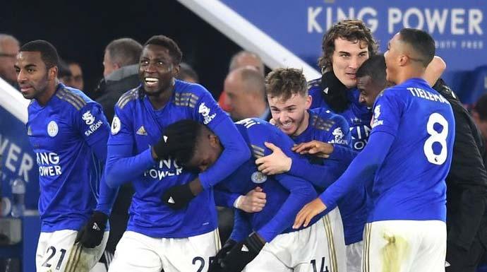 Pemain Leicester City merayakan kemenangan atas Everton