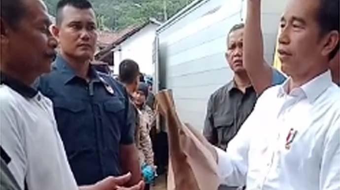 Kunjungi Korban Banjir dan Longsor di Sukajaya, Jokowi Sumbang Rp100 Juta