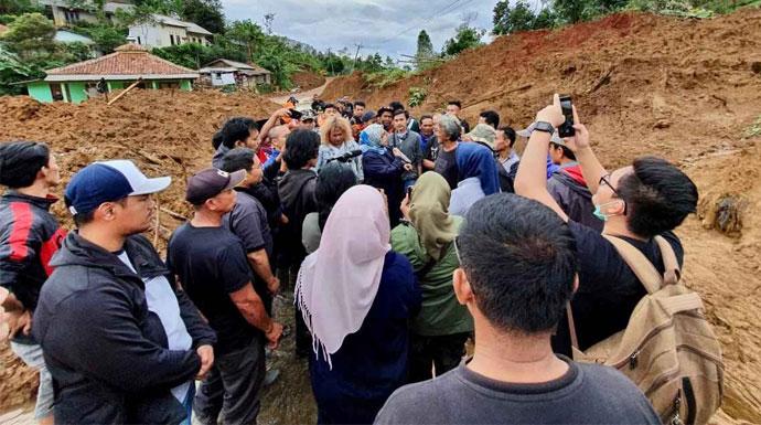 Ade Yasin Kawal Langsung Pembukaan Daerah Terisolir, Sampaikan Rencana Relokasi