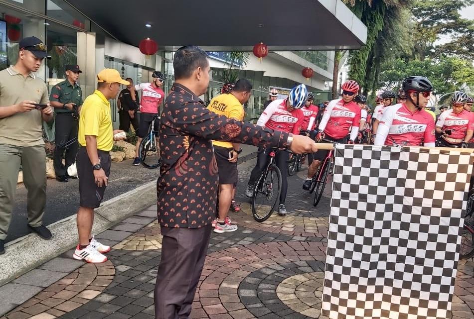 Rombongan Wakasad Gowes Sepeda di Sentul City
