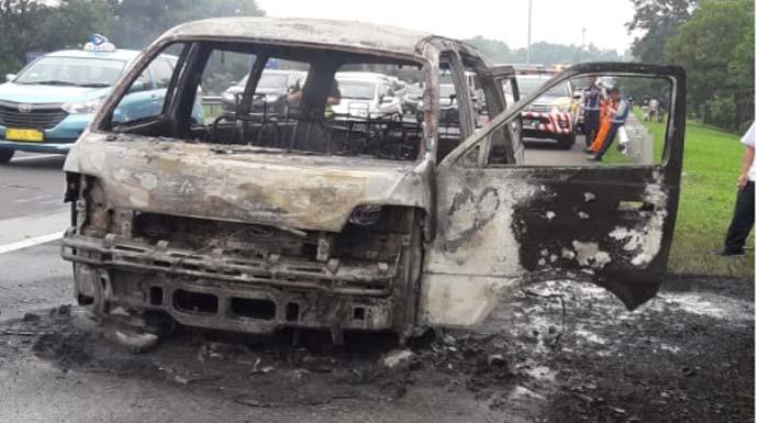Minibus yang Hangus Terbakar di Tol Jagorawi Bogor Angkut 6 Penumpang