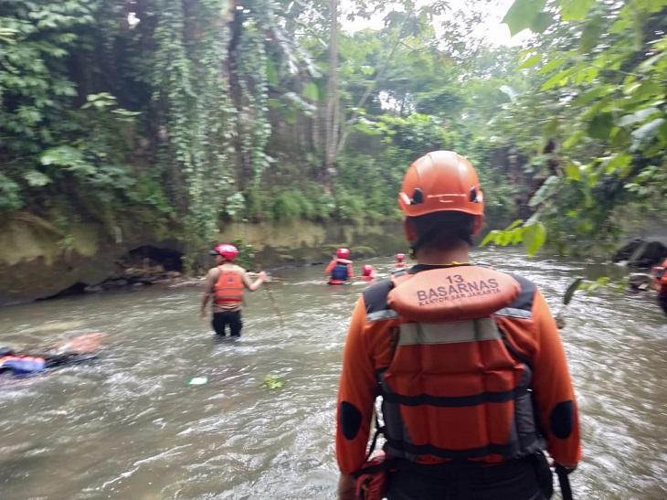 Santri Hanyut di Sungai Cisindangbarang Belum Ditemukan, Besok Pencarian Diperluas