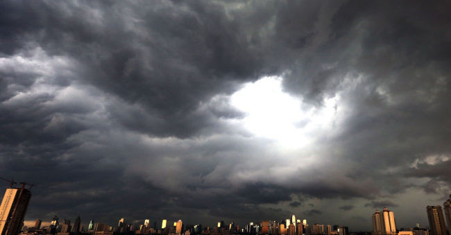 Ilustrasi cuaca ekstrem diprediksi akan terjadi di Cirebon sepekan ke depan. Foto: Ricardo/JPNN.com