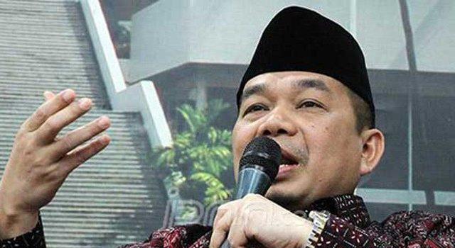 Ketua Fraksi PKS Jazuli Juwaini mengatakan, pemerintah salah kaprah dan terlalu sembrono jika sampai berniat menghapus kewajiban sertifikasi halal yang merupakan jaminan negara kepada konsumen (dok JawaPos.com)