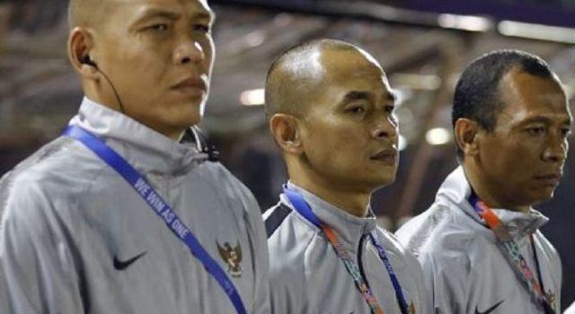 Nova Arianto (kiri), gabung staf pelatih timnas. (Jawa Pos)
