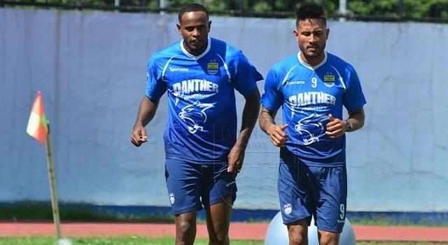 Dua calon pemain Persib Bandung, Joel Vinicius dan Wander Luiz, mulai menjalani latihan, Minggu (12/1/2020). ft/persib.co.id
