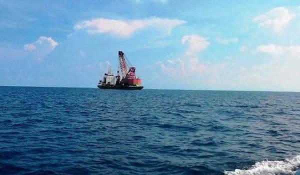 Tim WFQR-4 Lanal Tarempa menangkap dan mengamankan Kapal asing berbendera China yang diduga melakukan eksplorasi bawah air ilegal di perairan Anambas, Tarempa, Natuna, Kepri. FOTO: Dispen Koarmabar
