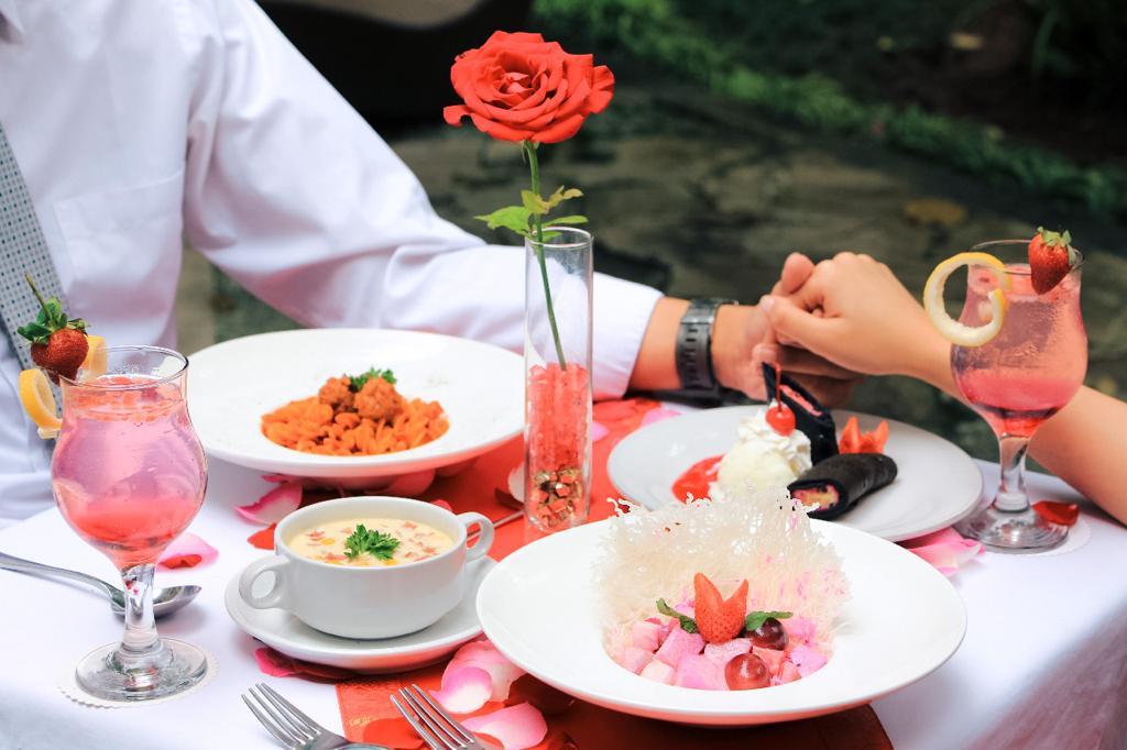 Rayakan Valentine, Makan Malam & Musik Romantis di Hotel Salak The Heritage