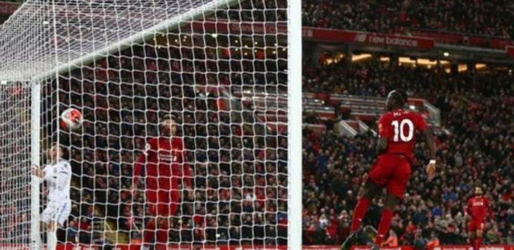 Sadio Mane sumbang satu gol pada kemenangan 3-2 Liverpool atas west Ham, Selasa (25/2) dini hari WIB. (BBC)