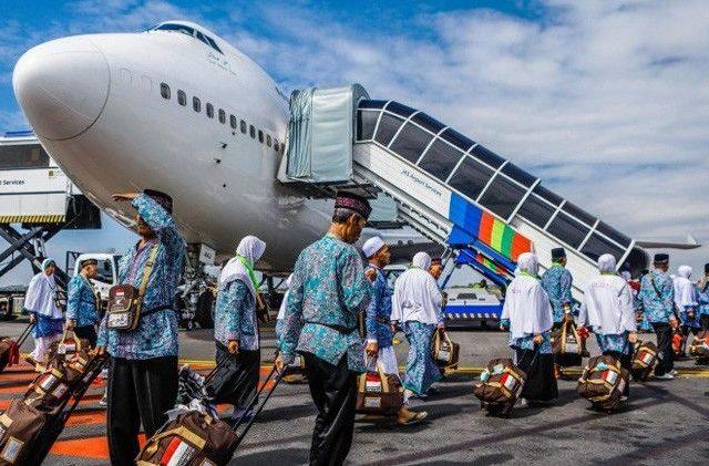 Jamaah umrah asal Indonesia yang sedang berada di wilayah Arab Saudi masih bisa melanjutkan kegiatan ibadah seperti biasa, termasuk berziarah ke Madinah. (Dipta Wahyu/Jawa Pos)