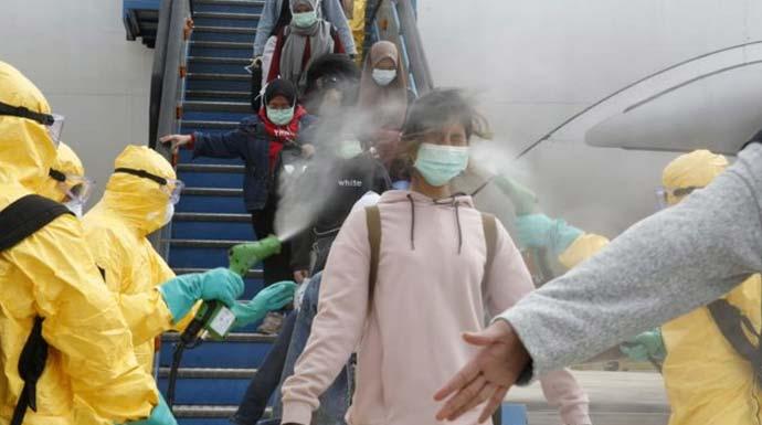 Penyemprotan disenfektan kepada WNI yang baru tiba dari Wuhan