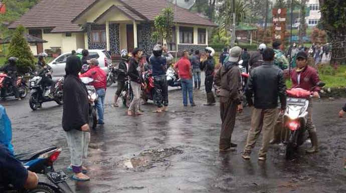 Banjir Bandang Terjang Gunung Mas Puncak, Warga Panik ...