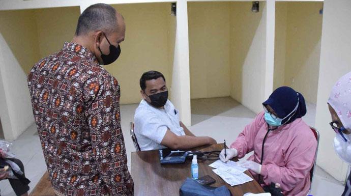 Perumda PPJ vaksinasi pedagang pasar