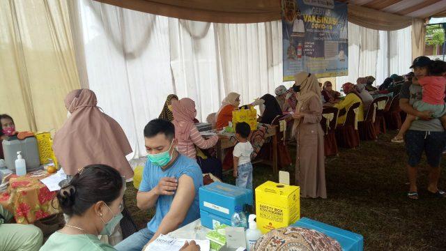 Vaksinasi di Parung Panjang