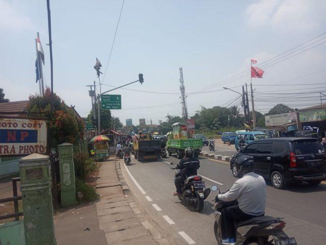 Suasana lalu lintas di Jalan Raya Kemang