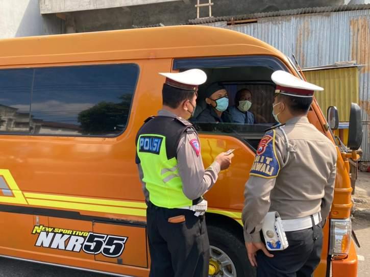 Tak Bawa Surat Kesehatan, Mobil Travel Wonogiri Diputar Balik di Ponorogo