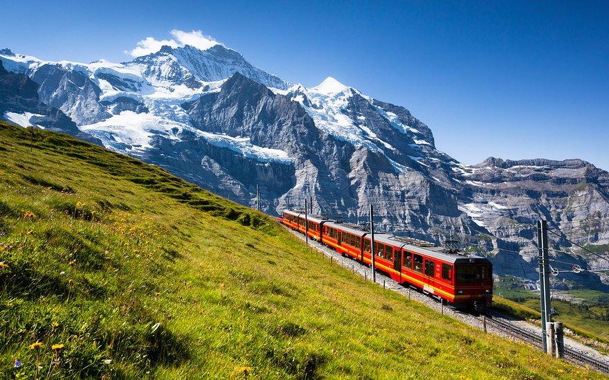 Chiêm ngưỡng cảnh đẹp của dãy núi Alpes tại Thụy Sĩ