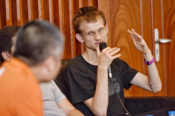 Vitalik Buterin trả lời câu hỏi tại buổi giao lưu.