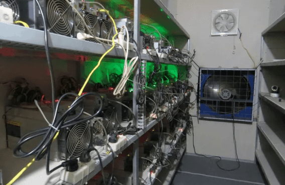 Nhiều dàn máy đào Bitcoin hàng chục tỷ giờ rao bán nhưng không ai mua.