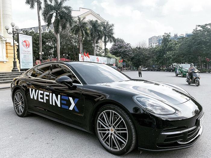 Hình ảnh xe sang thường được đăng tải trong hội nhóm Wefinex để kích thích người tham gia.